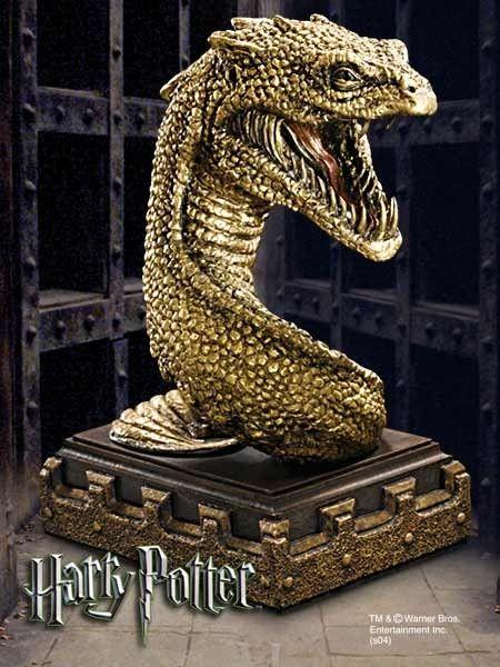 Majestatyczna figurka bazyliszka z Harrego Pottera jako podstawka i podpórka do książek