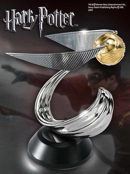 Elegancka statua złotego znicza z filmu Harry Potter