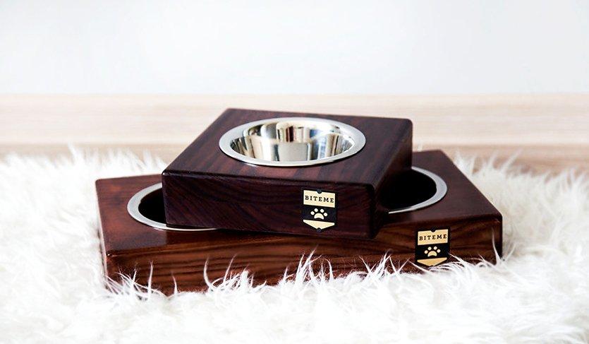 Miski dla psów i kotów wykonane z drewna