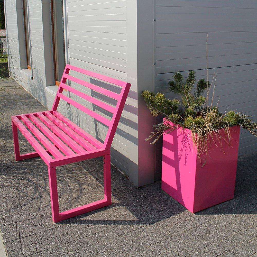 Piękne kolorowe ławki ogrodowe