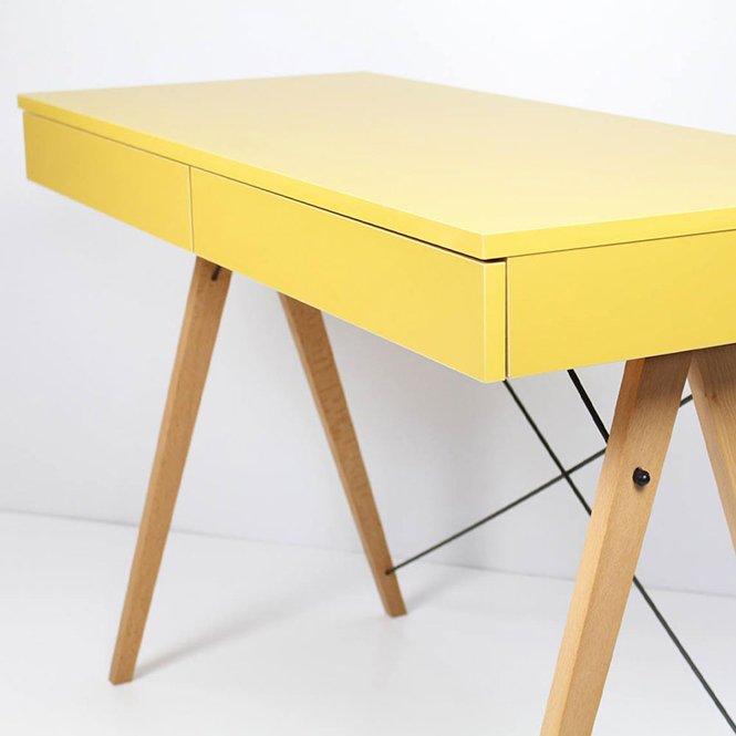 Nowoczesne biurko Minko na drewnianym stelażu w skandynawskim stylu