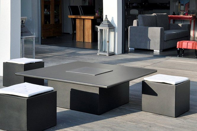 Designerski stolik z wbudowanym grillem Ceram