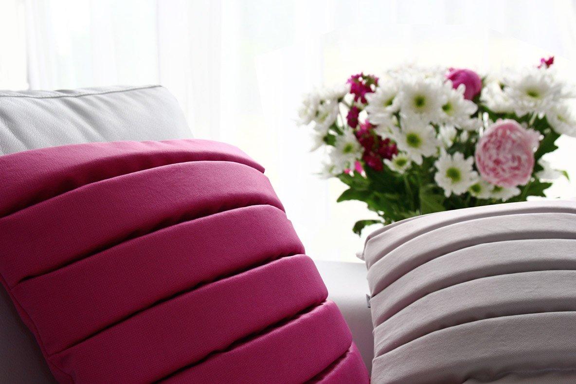 Ozdobne poduszki o geometrycznym designie Level Moodi