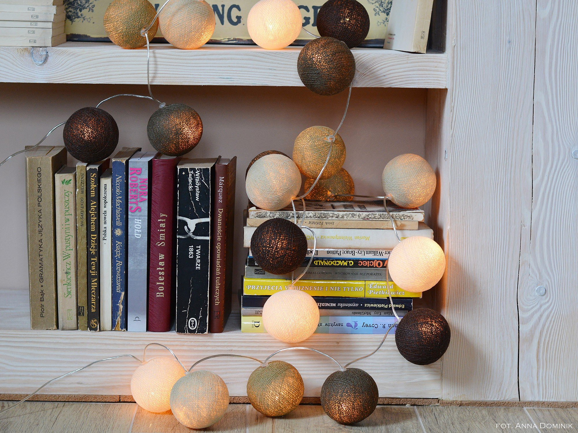 Girlanda cotton ball lights Taupe