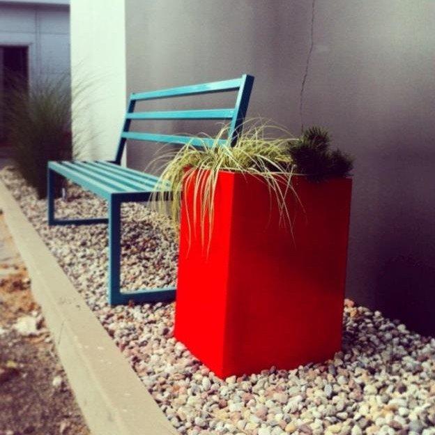Metalowe ławki ogrodowe dostępne w 28 kolorach