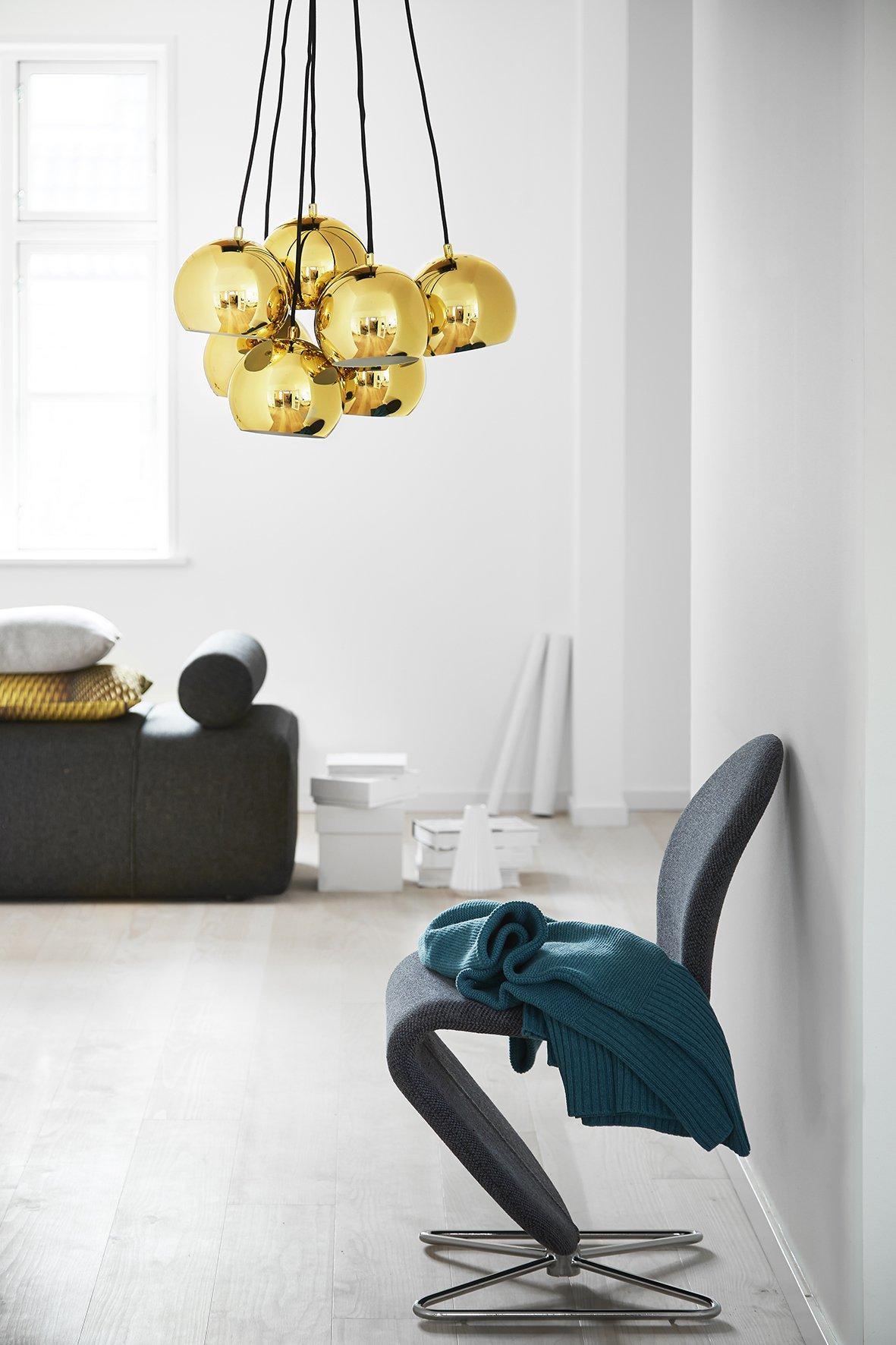Wiszące lampy Bell o prostym pięknym designie