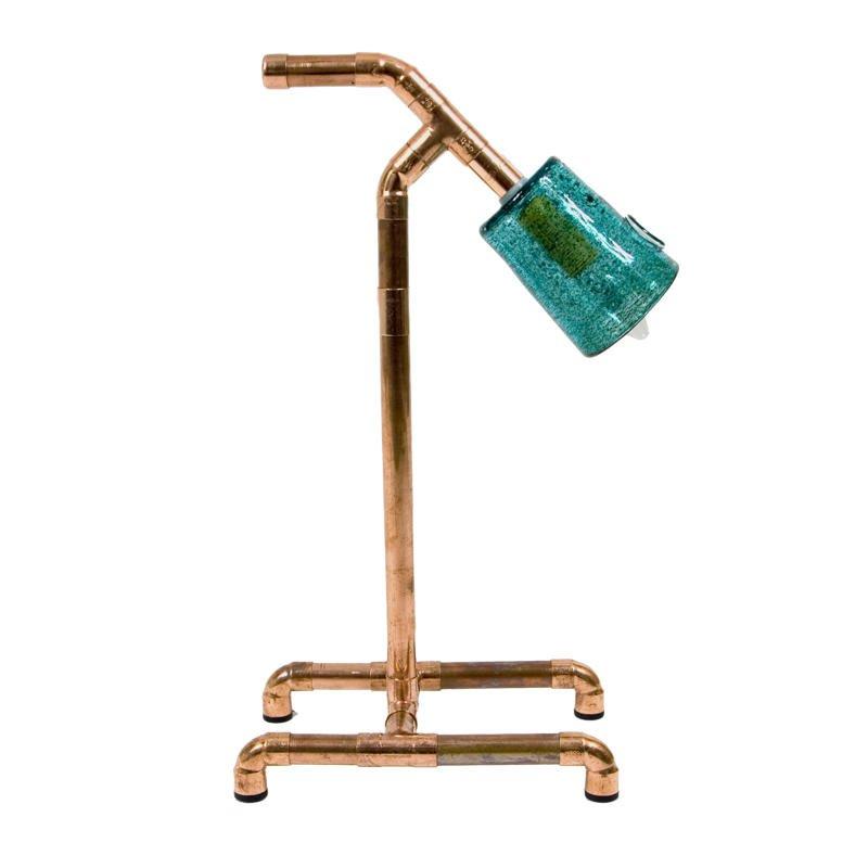 Nowoczesna lampka z miedzianych rurek