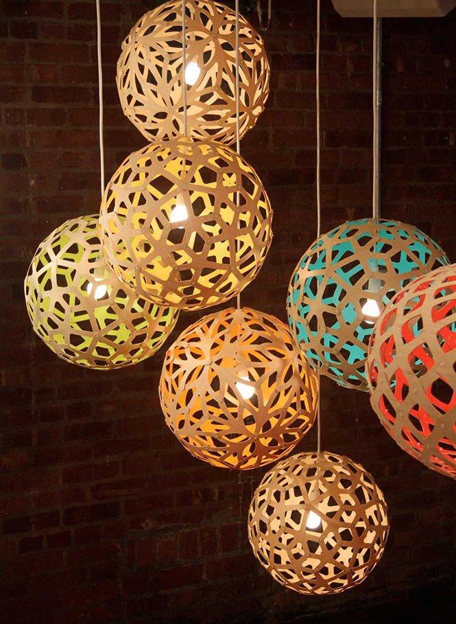 Piękne kolorowe lampy wiszące David Trubridge