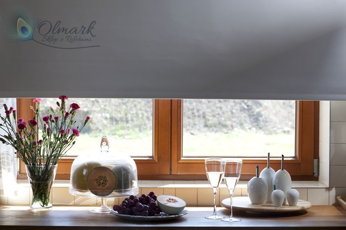 Roleta podgumowana na oknie kuchennym