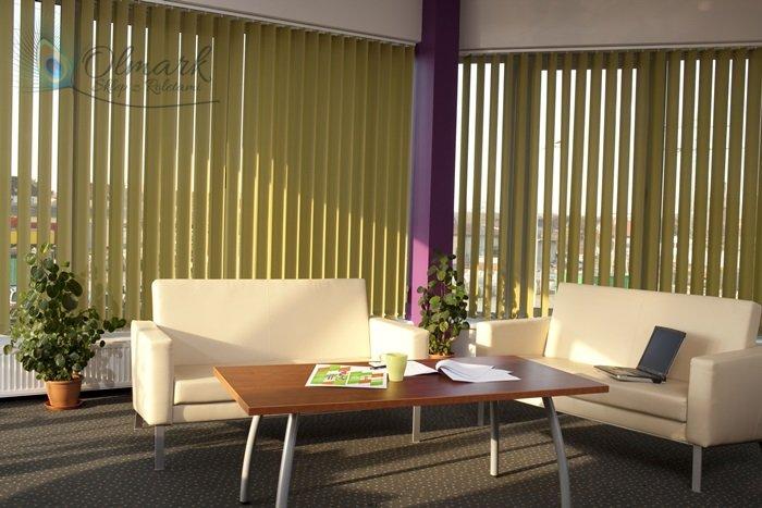 Zielone verticale w biurze