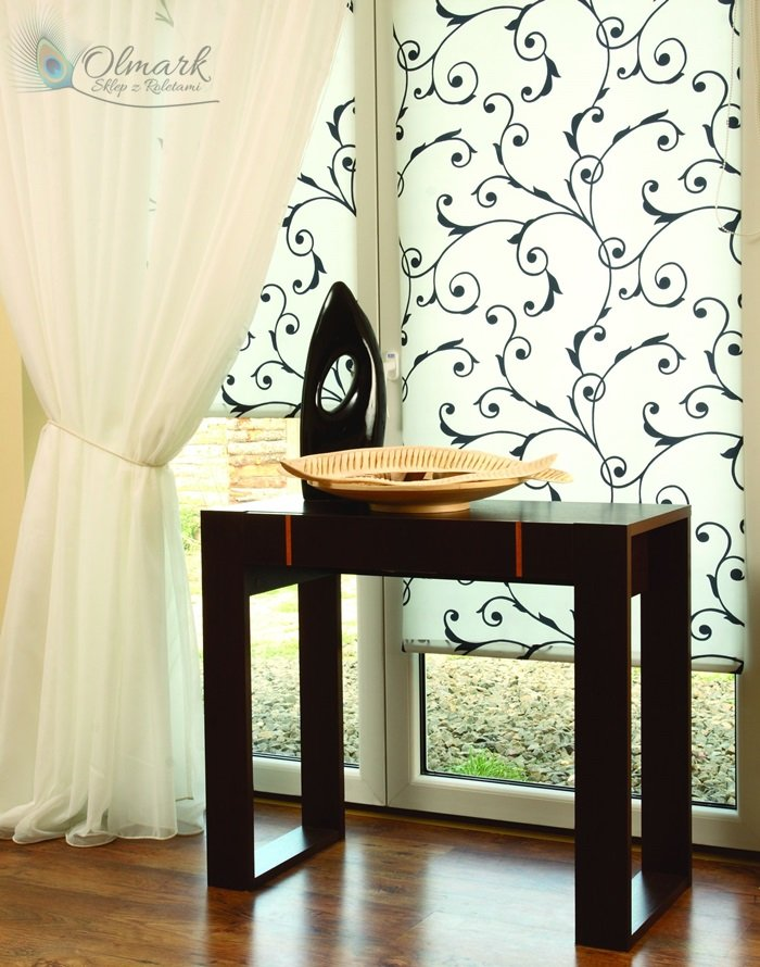 Mini rolety czarno-białym wzorem florystycznym