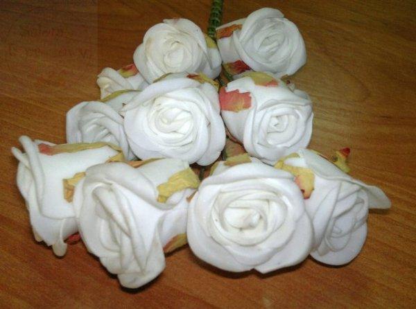 Róże piankowe białe na gałązkach 12szt