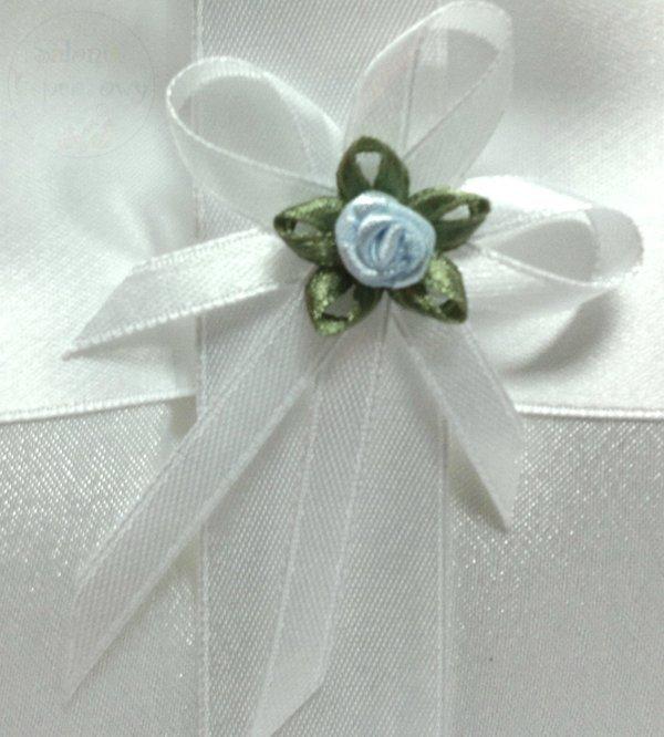 Butonierki białe z błękitną różyczką 1szt