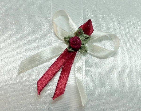 Butonierki kremowo bordowe z bordową różyczką 1szt
