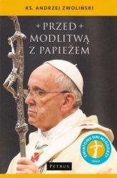 Przed modlitwą z papieżem ks. Andrzej Zwoliński
