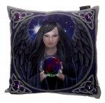 Mroczny Anioł z kryształową kulą - poduszka dekoracyjna projekt: Lisa Parker
