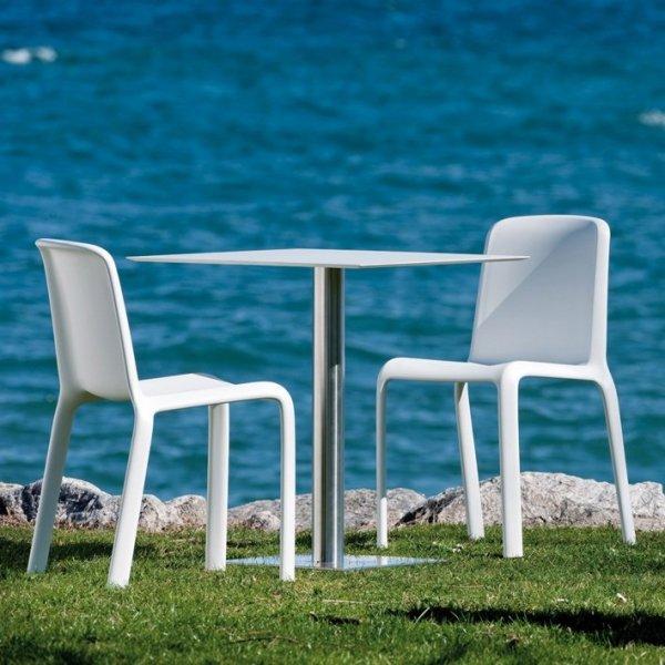 Snow 300 to idealne krzesło ogrodowe, odporne na warunki atmosferyczne