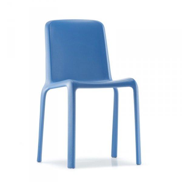 Krzesło Snow 300 jest bardzo lekkie i wygodne