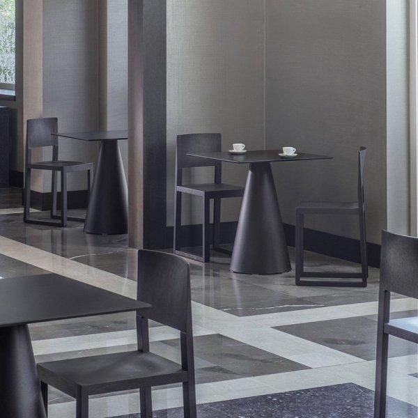 Lekkie, drewniane krzesła do restauracji Pedrali