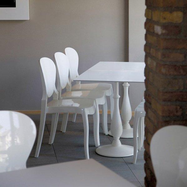 Krzesła Pedrali do przestrzeni komercyjnych