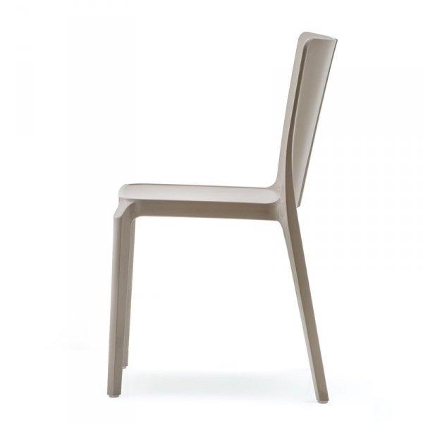 Krzesło Blitz 640 ma lekką oraz wytrzymałą konstrukcję