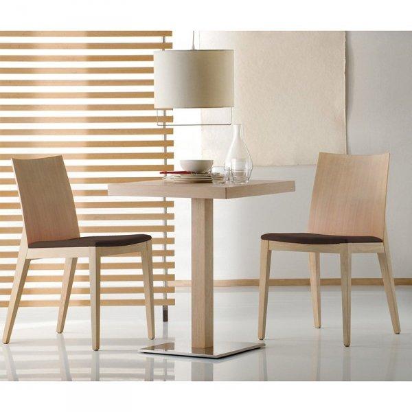 Drewniane krzesło z miękkim, tapirowanym siedziskiem Pedrali