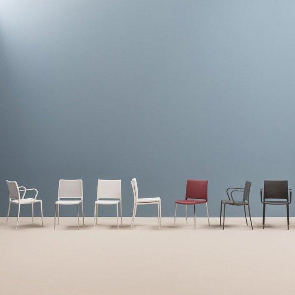 Minimalistyczne krzesła z rodziny Mya włoskiej marki Pedrali