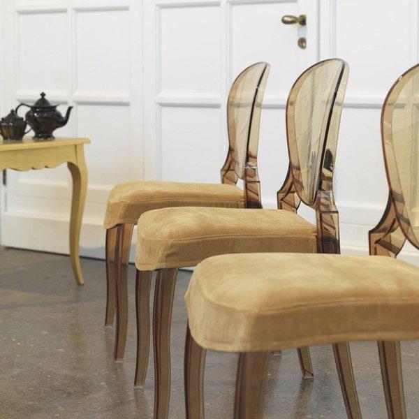 Krzesła Pedrali Queen można dokupić z wygodną, welurową poduszką na siedzisko