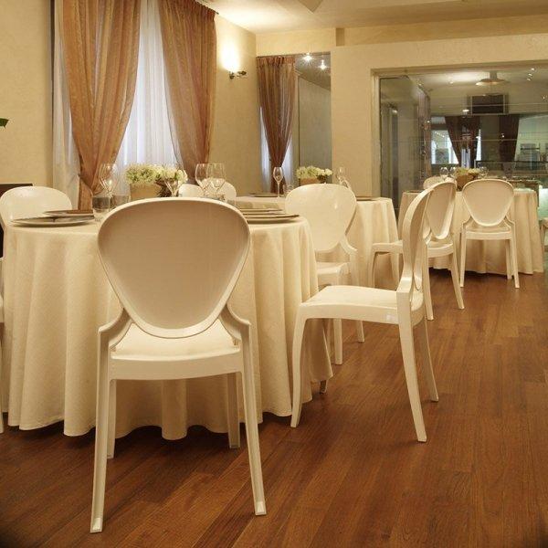 Idealne krzesła na przyjęcia Queen 650 Pedrali
