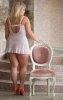 Зрелая потаскушка снимает прозрачные трусики и полностью оголяет роскошное тело