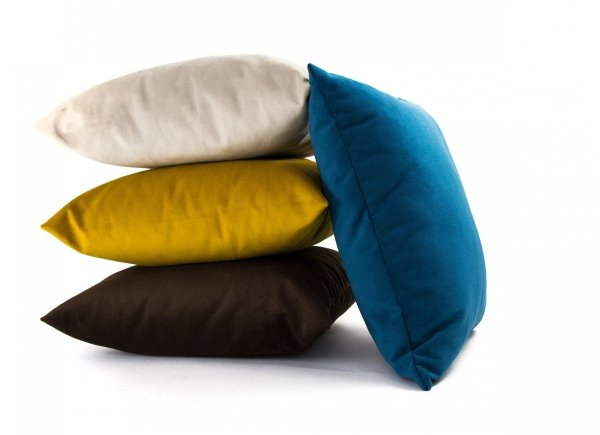 Pram Brązowa welurowa poduszka dekoracyjna 45x45 cm
