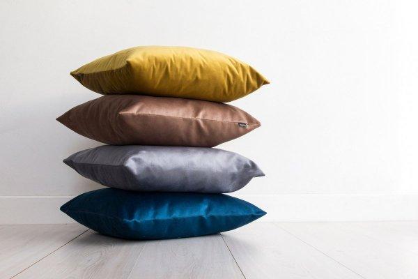 Velvet beżowa poduszka dekoracyjna 50x30