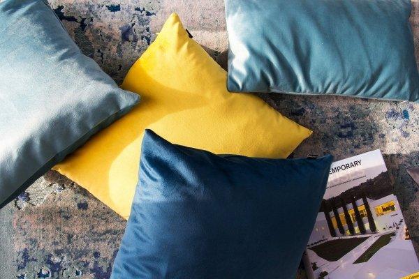 Velvet błękitna poduszka dekoracyjna 45x45
