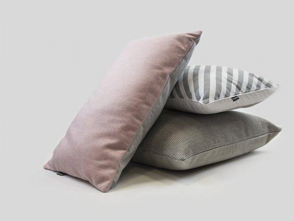 Pastelowa różowa poduszka dekoracyjna 50x30 cm.