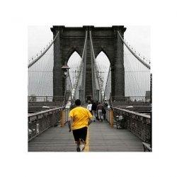 Yellow on Brooklyn Bridge - reprodukcja