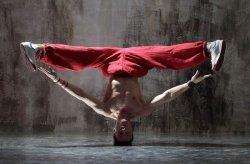 Fototapeta - Czerwony tancerz - 175x115 cm