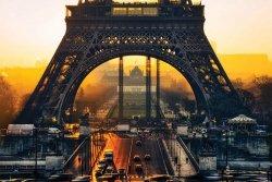 Paryż Wieża Eiffel Wschód Słońca - plakat z miastem