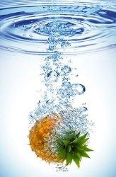 Fototapeta do kuchni - Ananas w wodzie - 115x175 cm