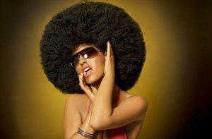 Fototapeta - Kobieta z mega afro - 175x115 cm