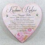 Drewniana tabliczka w kształcie serce z napisem 'Kochani Rodzice... w dniu naszego ślubu'. Wzór 26. Rozmiar 25 cm