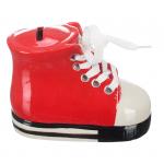 Skarbonka ceramiczna 'Trampek' kolor czerwony. Rozmiar 12x8 cm. Pakowane w ozdobny kolorowe pudełko