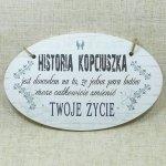 DREWNIANA TABLICZKA OWAL Z NAPISEM HISTORIA KOPCIUSZKA..., ROZMIAR 18X11 CM