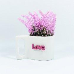 Sztuczne kwiaty w doniczce z napisem love, róż